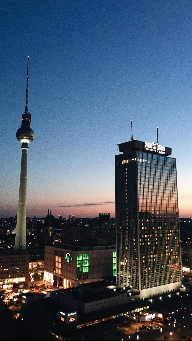 Berlin House of Weekend Bar club Nightlife tips